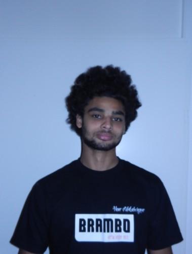 Owen Person leeftijd: 25 jaar hobby's: skateboarden, BMX-en  woonplaats: Amsterdam specialiteiten: demonteren en monteren van kasten eten: Hollandse pot lengte: 185 gewicht: 85kg