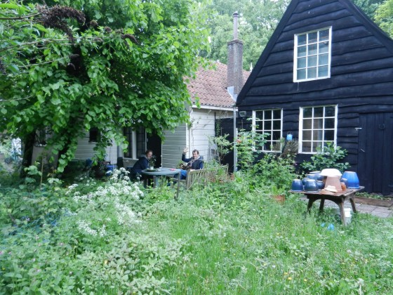 3 Achterkant huis met Jeroen en Otto